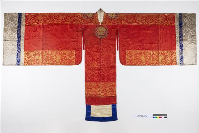 快看!韩国100多年前皇太子妃的结婚礼服长这样