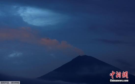 印尼巴厘岛阿贡火山喷发致机场临时关闭
