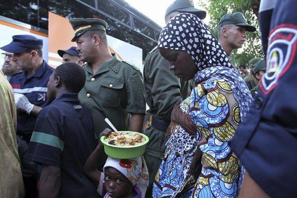 震惊!超1.3万难民被赶入撒哈拉沙漠