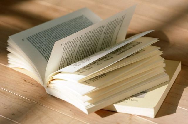 低头族随处可见 媒体:拿什么充实00后的阅读世界