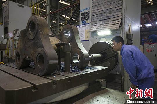 6月份制造业PMI为51.5% 比上月回落0.4个百分点
