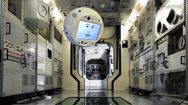 首位机器人宇航员进入太空!迷之呆萌…
