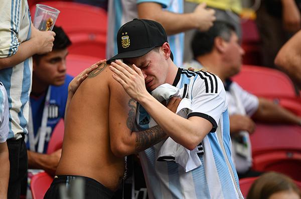 被足球左右的国家:经济危机恶化,阿根廷唯一