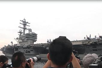 美航母访问菲律宾 菲律宾记者登舰采访