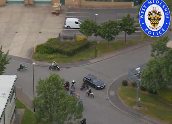 英警方利用无人机锁定逮捕肆意妄为摩托车手
