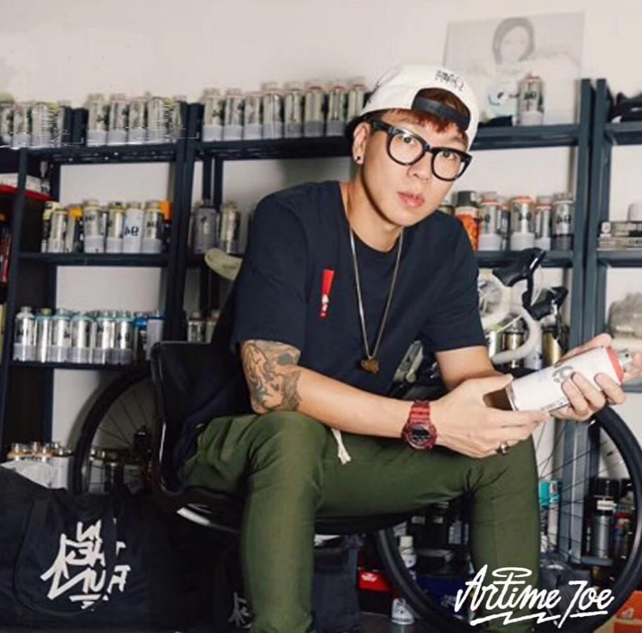 大时代BIGTIME联合韩国涂鸦大师推出世界杯限量版运动袜