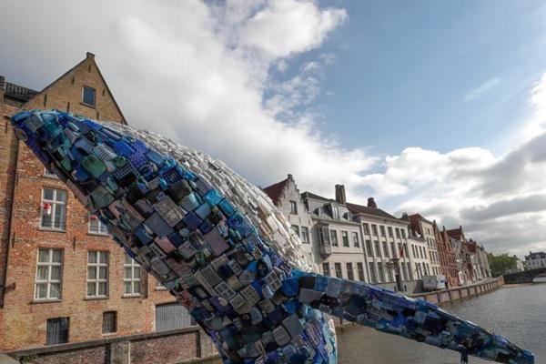 5吨塑料垃圾造鲸鱼雕塑 呼吁关注海洋环境问题