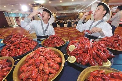 """南京年薪50万招""""品虾师"""" 吃货不一定就能胜任"""