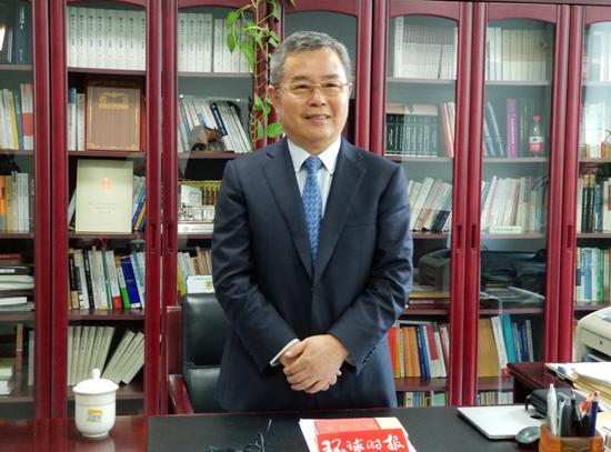 国家金融与发展实验室理事长李扬:中国有足够力量化解金融风险