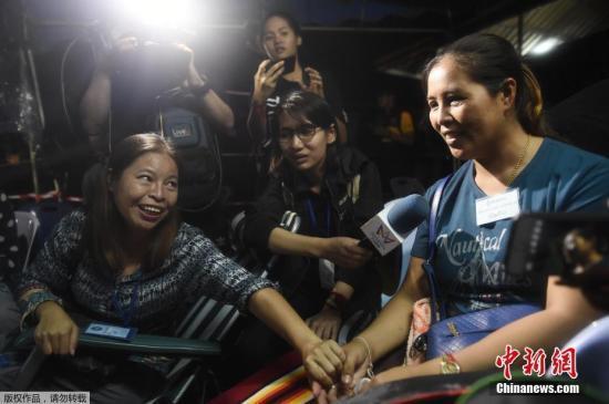 24小时不间断搜救找到足球队 泰总理对救援人员表感谢