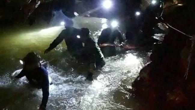 泰国13人足球队被找到 失踪10日后仍生还