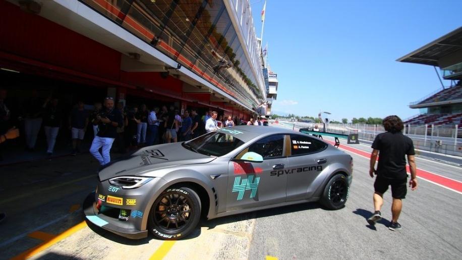 视频:特斯拉再次证明自己是陆地最快的电动汽车
