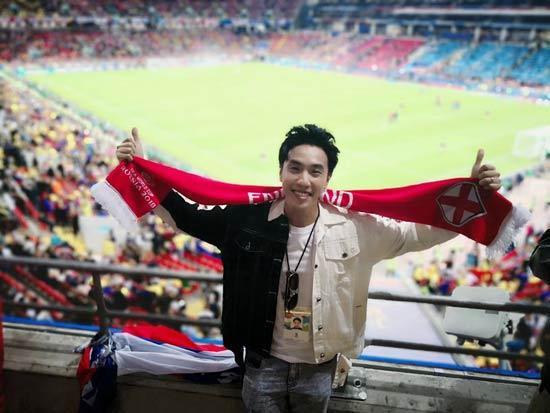 陈乐基帅气亮相世界杯  为英格兰队疯狂打CALL