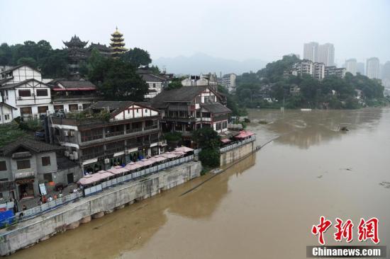 嘉陵江重庆段迎洪水过境 古镇磁器口低洼处建筑被淹