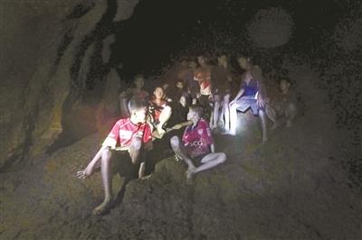 少年球队洞穴探险 失踪10天被找到