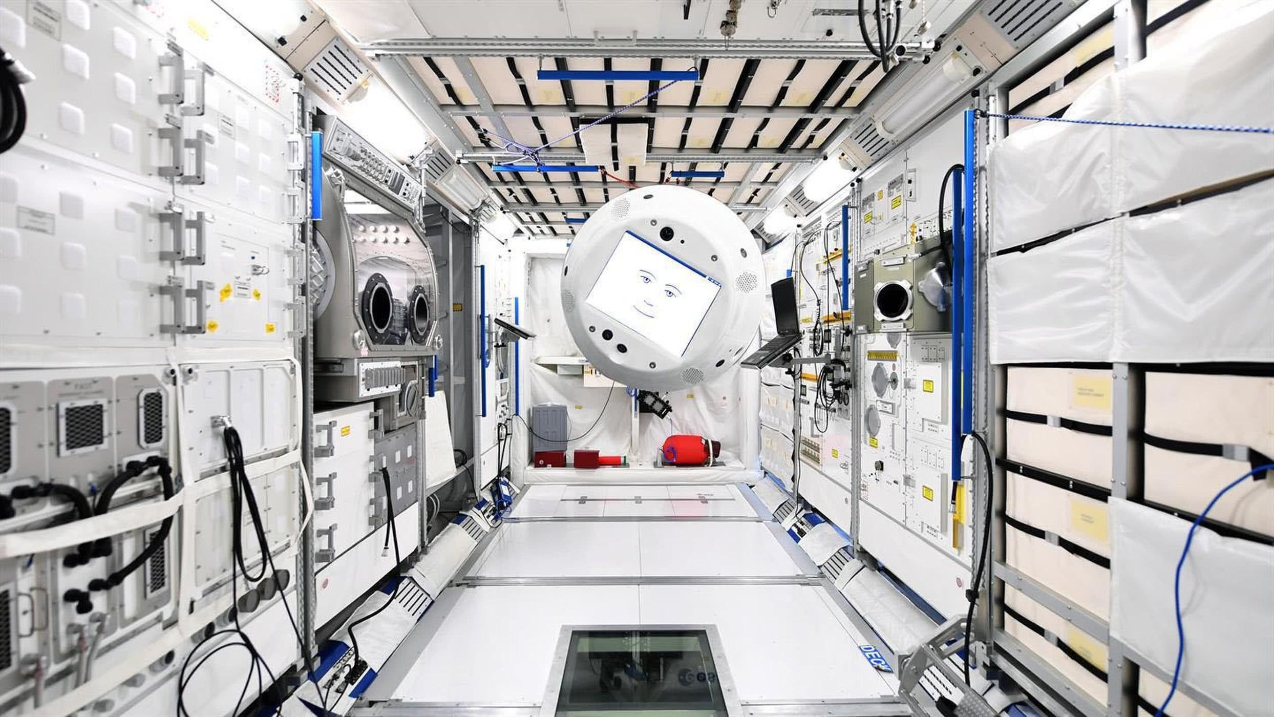 Space X派机器人船员进入空间站 科幻片场景成真