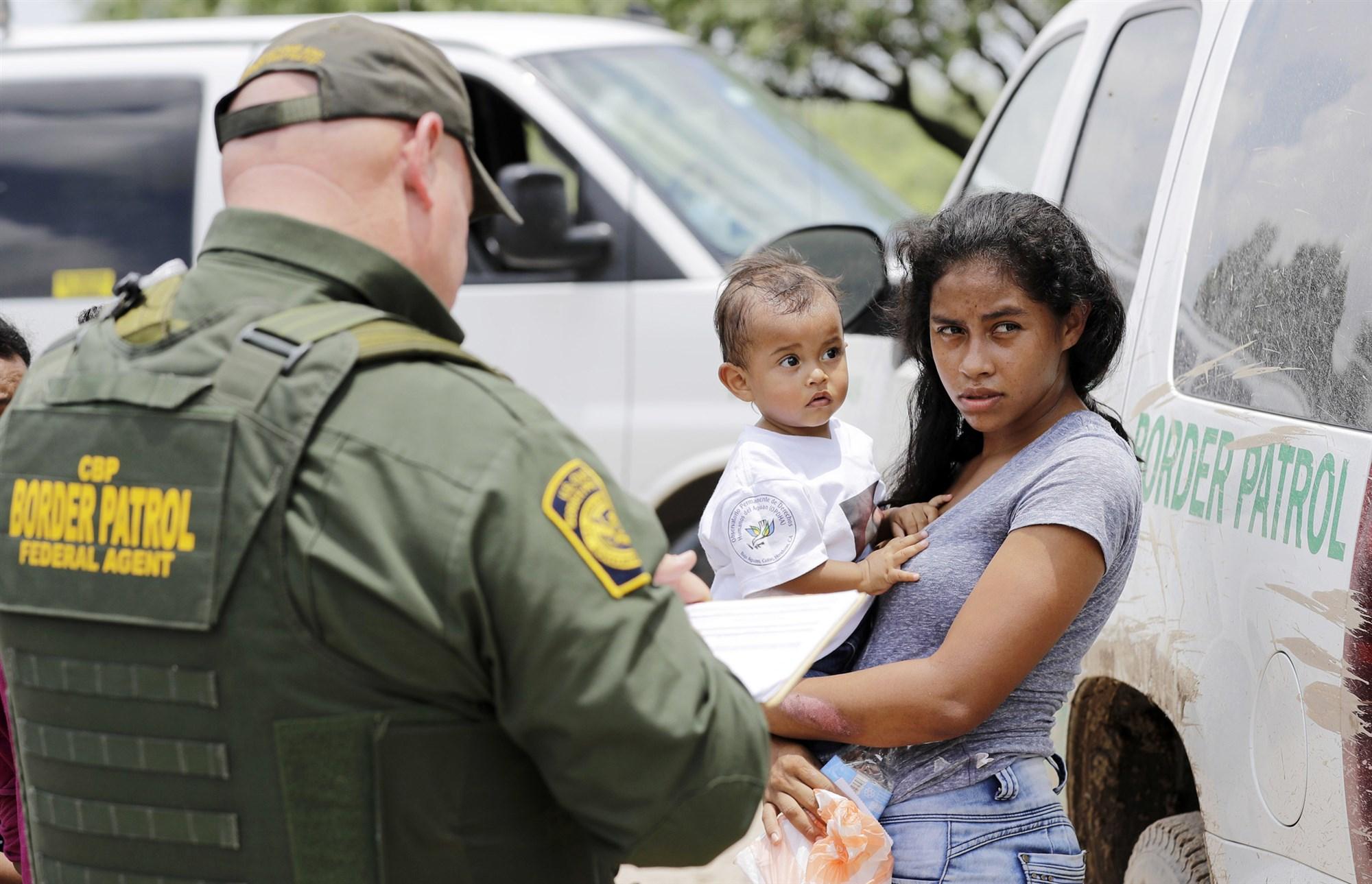 特朗普剥夺移民庇护权:只有驱逐出境才能家庭团聚