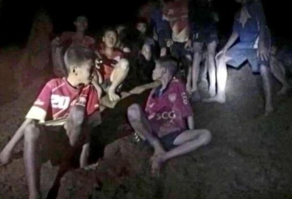 泰国少年足球队营救行动继续 教练或面临刑事指控