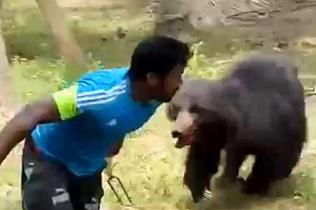 黑熊闯入果园咬死一对夫妻 村民将其乱棍打死