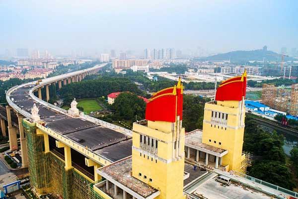 南京长江大桥修缮一新 桥头南堡三面红旗露出真容