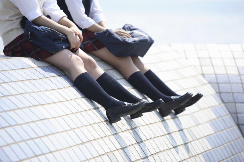 英国多所中学开始禁止裙装校服 引发争议