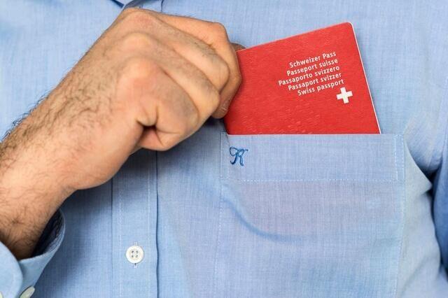 瑞士入籍手续愈渐标准化 获瑞士护照依然困难