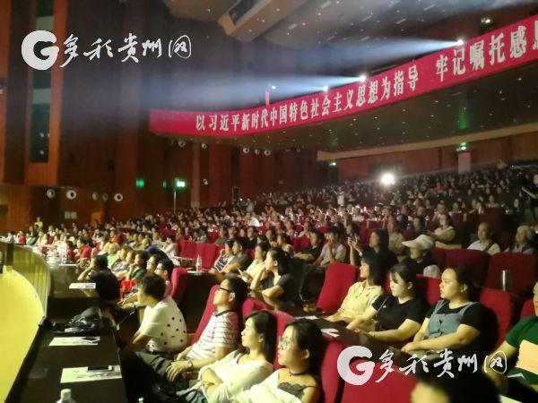 国家艺术基金资助项目《云上红梅》首演 1300多名观众前来观演