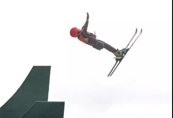 空中技巧队开启夏训 将跨项参加全国水池跳水赛