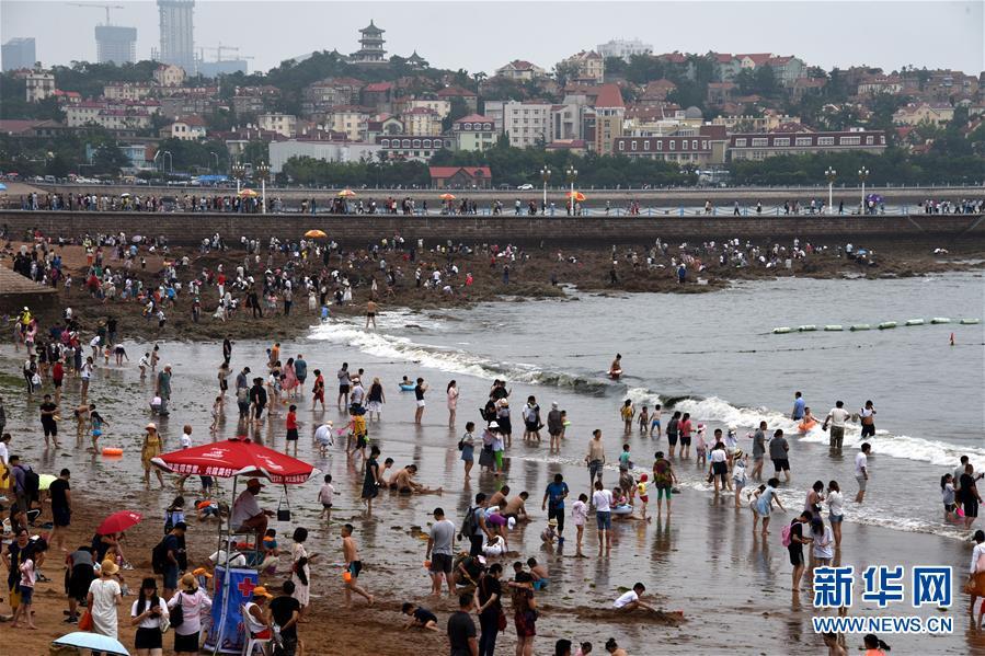 山东青岛:暑期游客多