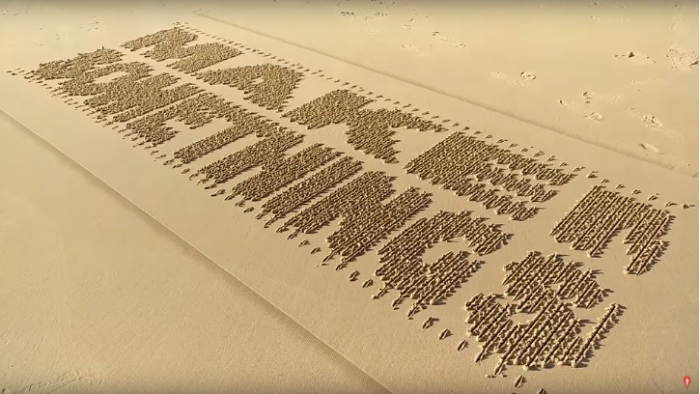 """高科技玩具!沙画机器人可在沙滩上""""打印字符"""""""