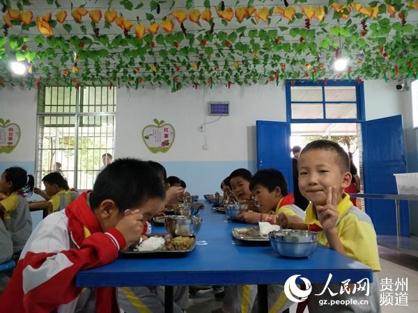 """贵州营养改善计划:把""""学生餐""""做成""""幸福餐"""""""