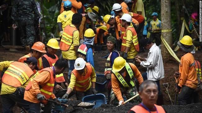 泰国总理:少年足球队被困洞穴将会被建成旅游景点