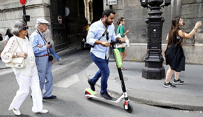 共享经济添新成员 共享电动踏板车在法国街头受捧