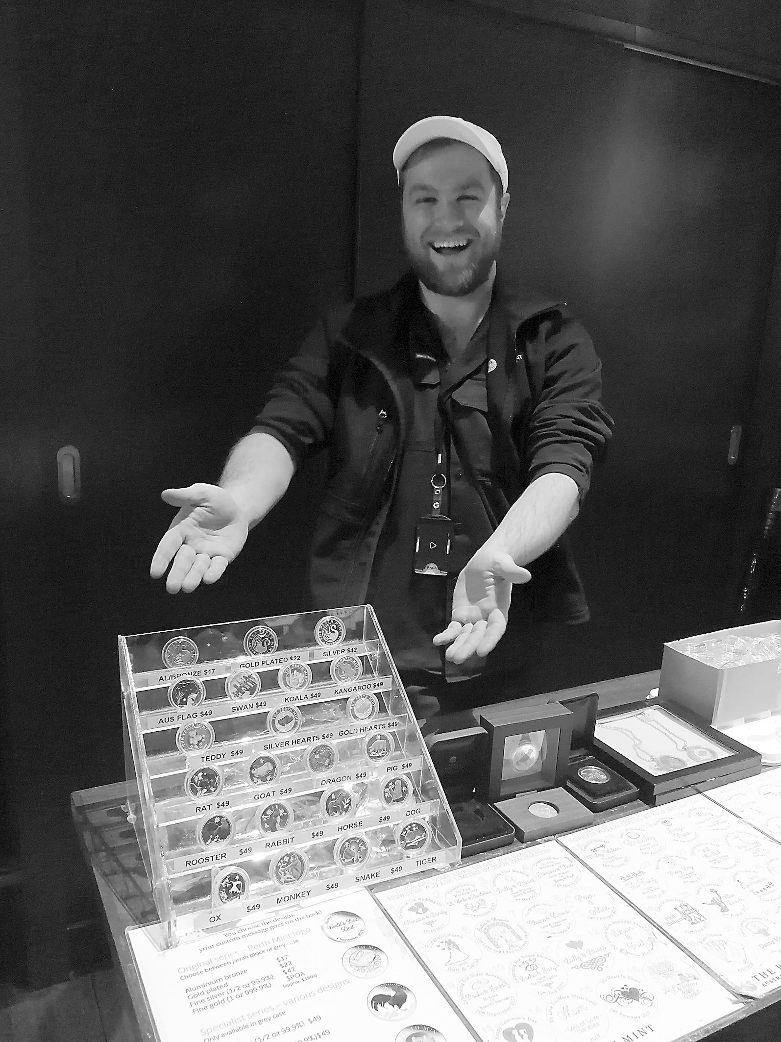 在珀斯铸币厂称称自己值多少钱