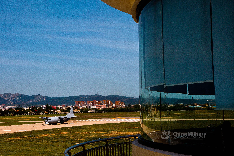 辽东某机场多种新型特种飞机涂装优美造型奇特【组图】 - 春华秋实 - 春华秋实 开心快乐每一天