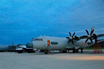 辽东机场这架新型飞机涂装优美造型奇特