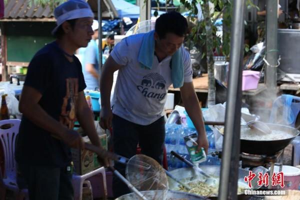 泰国洞穴救援持续紧张进行
