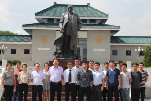 浩源新材、显鸿科技干部职工参观乌兰夫纪念馆