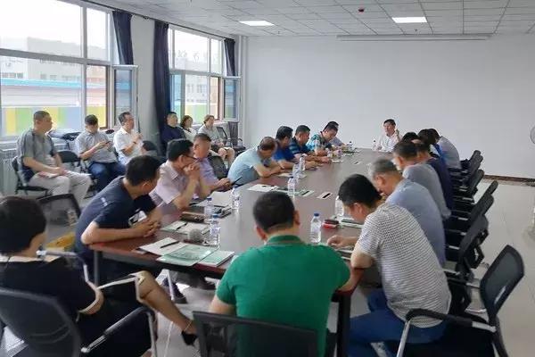 长春市自主择业军转干部组织开展创业形势座谈会