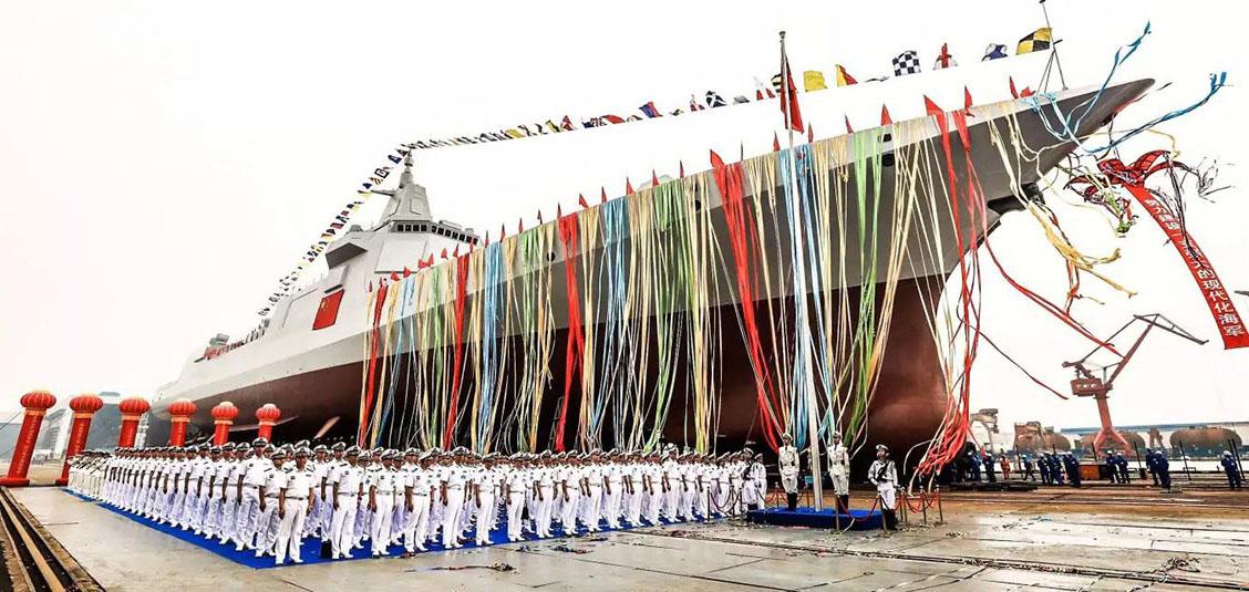 """专家:055驱逐舰或加装电磁炮 成航母""""带刀侍卫"""""""