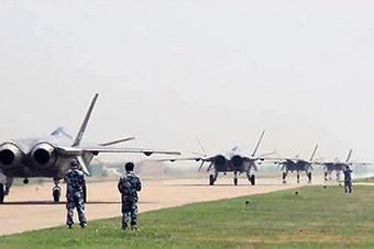 解放军战机大象漫步成常态 哪次最让你震撼?