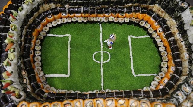 """俄罗斯一餐厅用6000个寿司打造""""吃货""""球场"""
