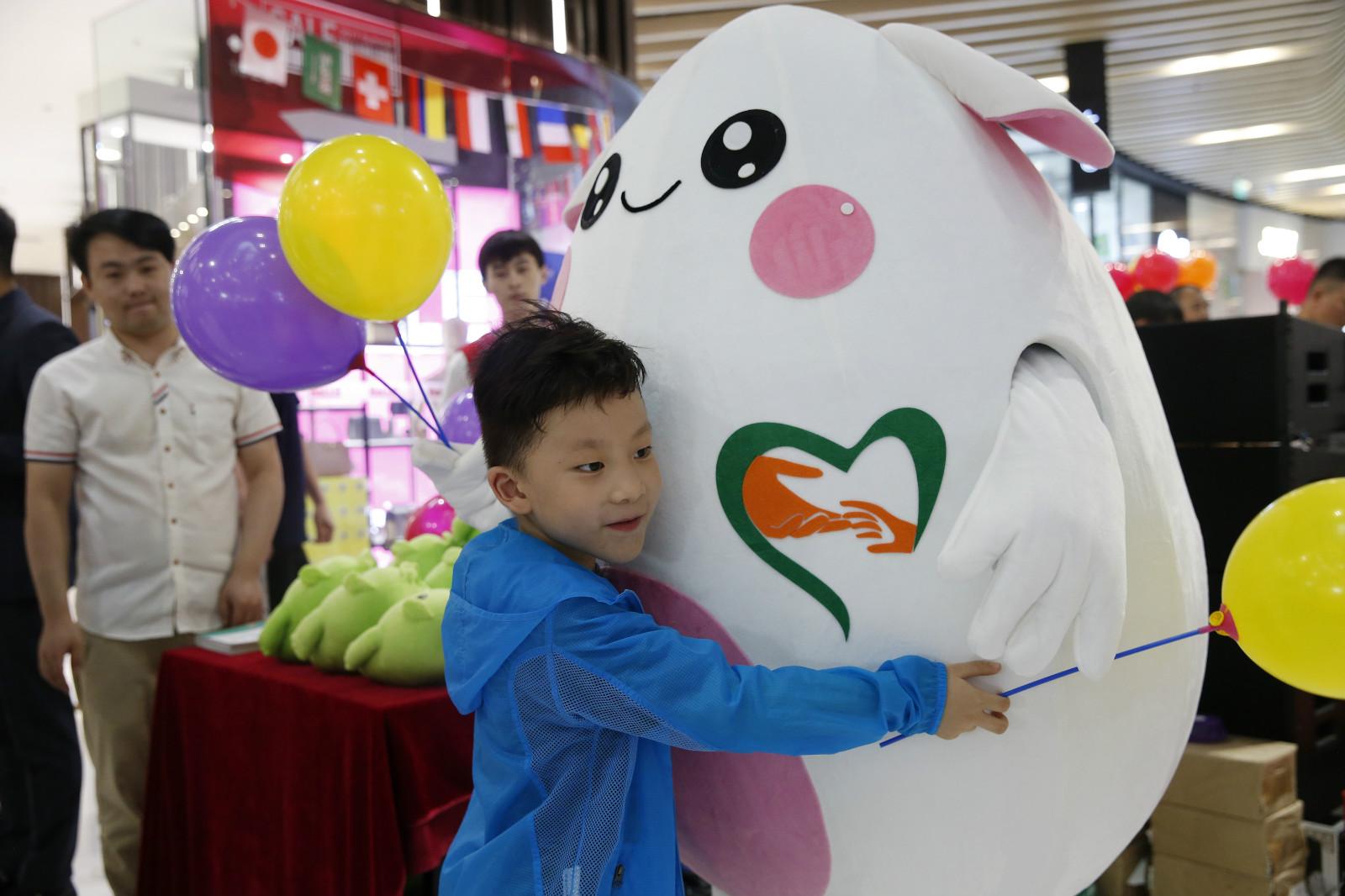 """中国儿童少年基金会""""告白行动""""百人百城拥抱公益活动开启"""
