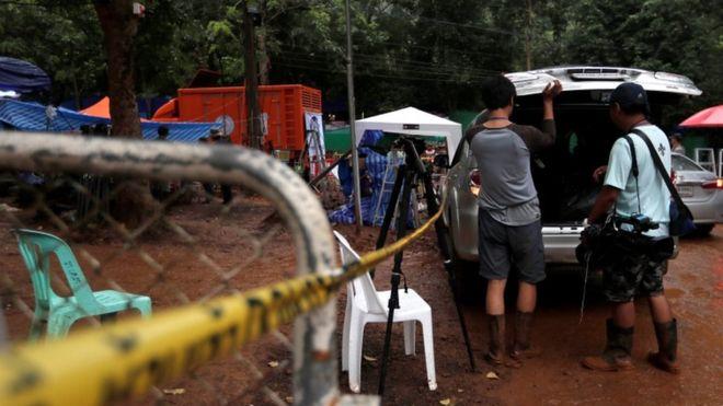 泰方开始营救被困洞穴的少年足球队 救援队伍已进入洞穴