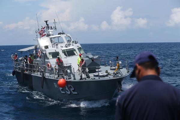 普吉岛沉船事故搜救仍在继续:泰方派出两艘军舰