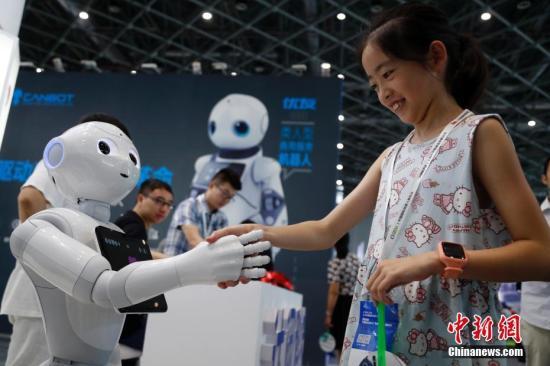 """如何跟机器人""""抢""""工作?专家:新的分工将形成"""