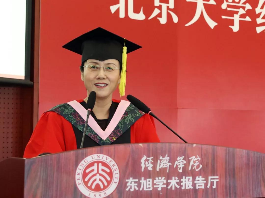 """五个""""精神""""引发热烈反响 孙祁祥在北京大学经济学院2018届毕业典礼上的致辞"""