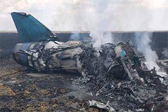 罗马尼亚空军基地酿惨剧:米格21飞行表演中坠毁