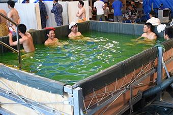 洗澡最重要!日本海自腾出登陆舰让受灾民众沐浴