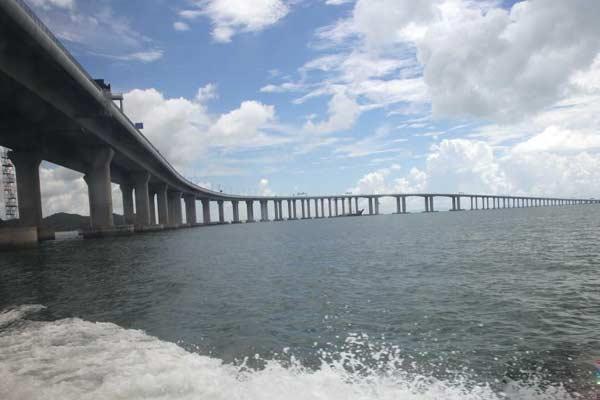 即将通车的港珠澳大桥雄伟壮丽